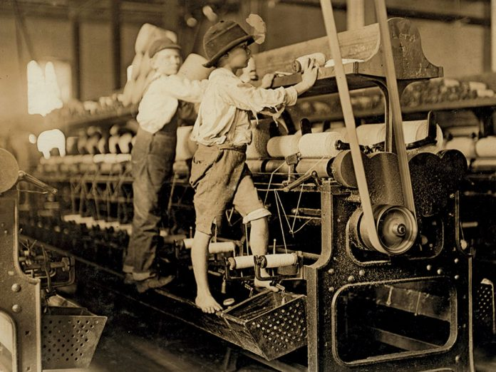 Little kids working in textiles during the industrial revolution